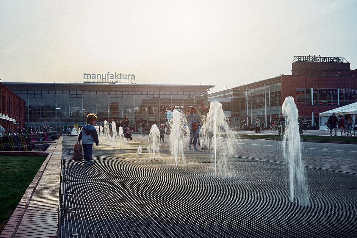 Tryskające fontanny w Łódzkiej Manufakturze