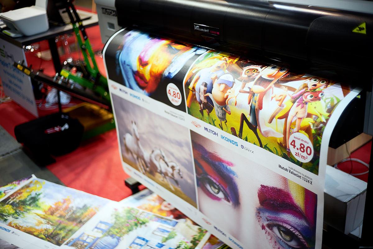 media do druku i drukarka wielkoformatowa