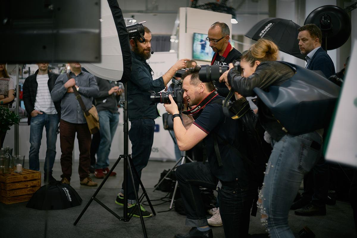 sesja zdjęciowa na XXI Targach sprzętu fotograficznego