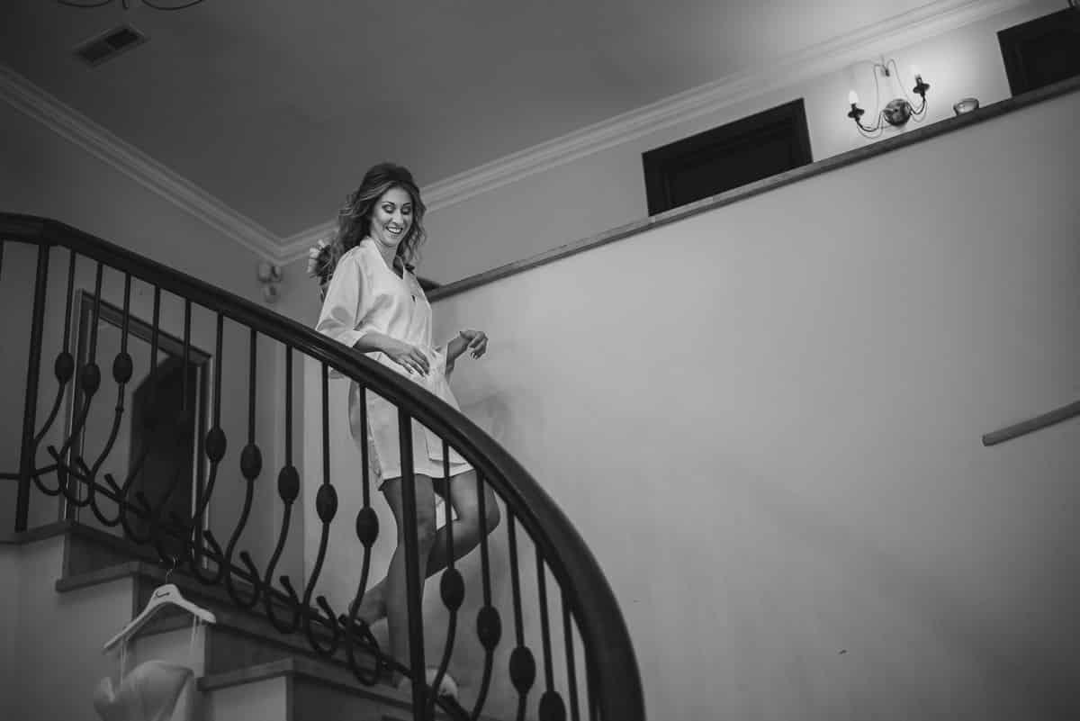 zejście pani młodej po schodach