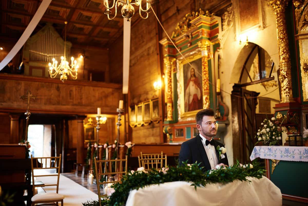 wnętrze zabytkowego kościoła w Krakowie