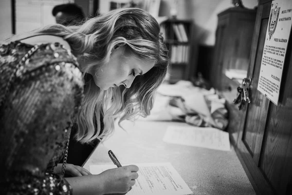 podpisywanie dokumentów przed ślubem