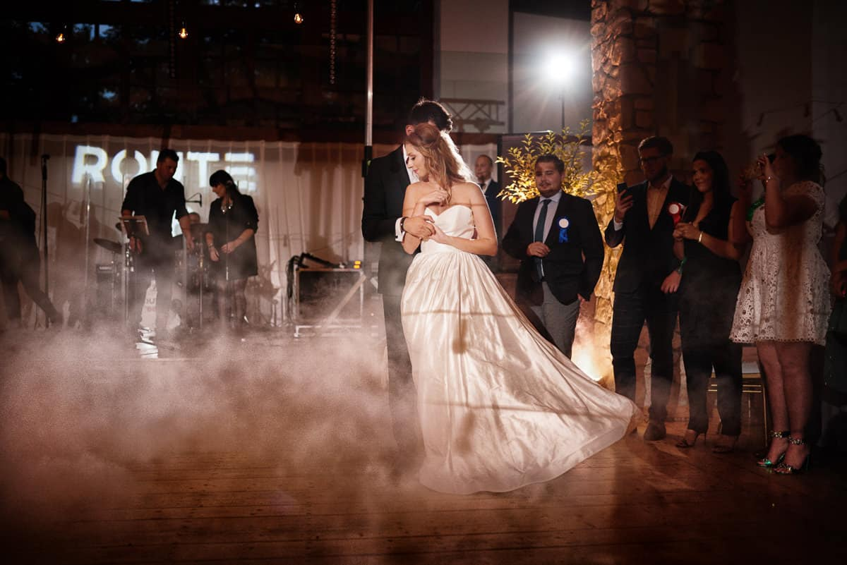 pierwszy taniec ciężki dym