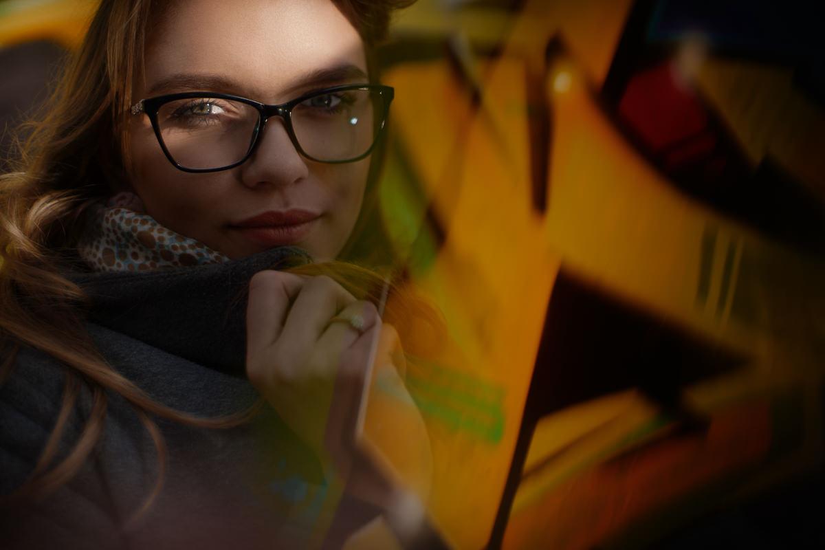 portret ze światłem i cieniem