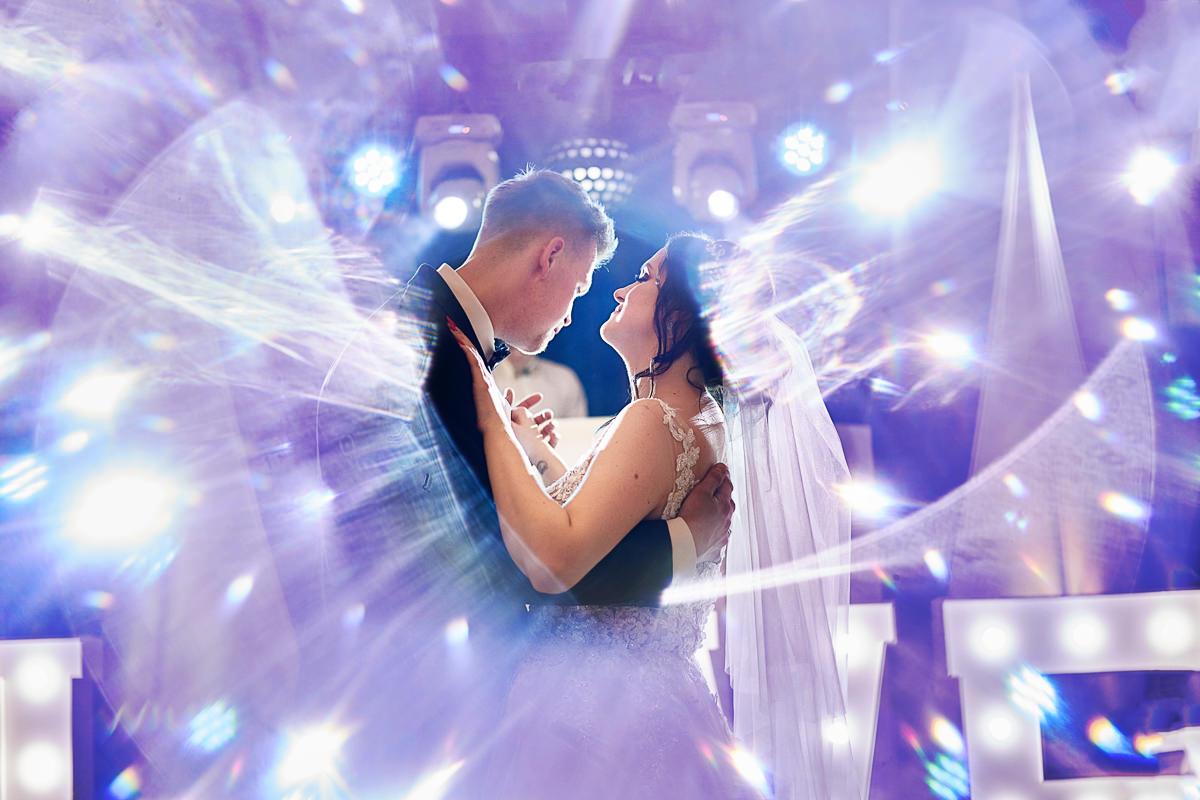 wesele dwór Brzezna - taniec pary młodej