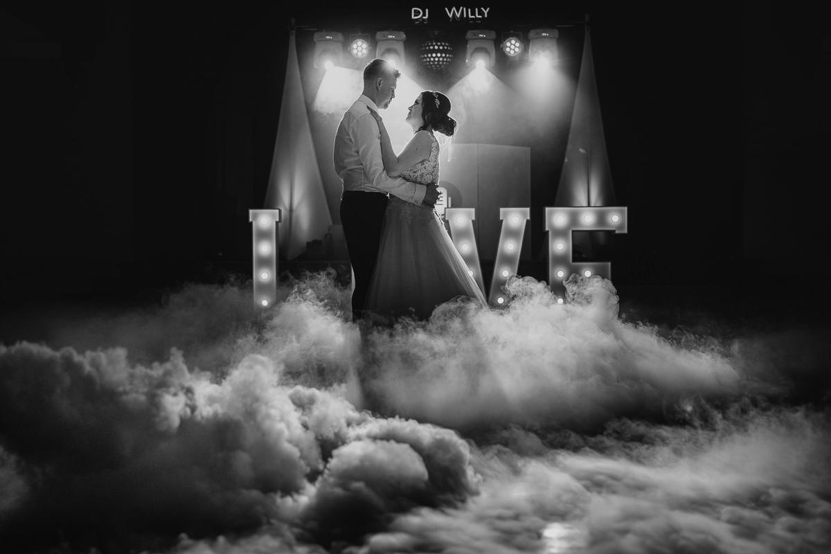 taniec w chmurach na weselu w Dworku Brzezna