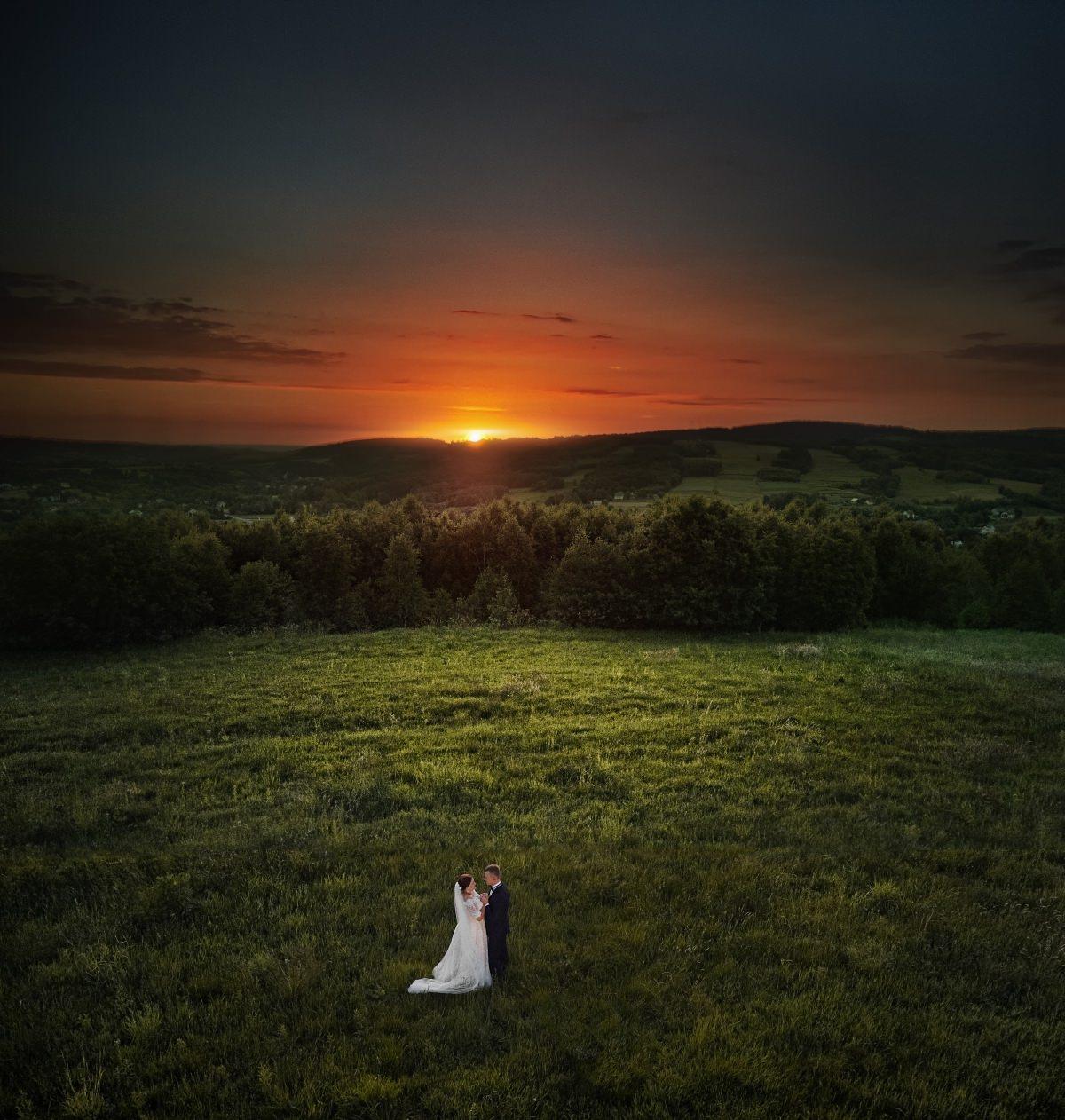 Dron w fotografii ślubnej
