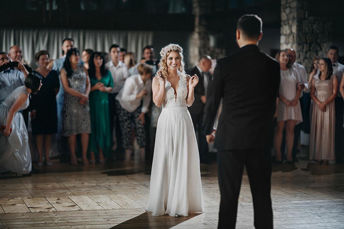 Wzruszenie przed pierwszym tańcem w dworze w tomaszewicach