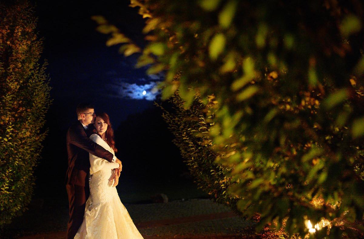 sesja w dniu ślubu wieczorem