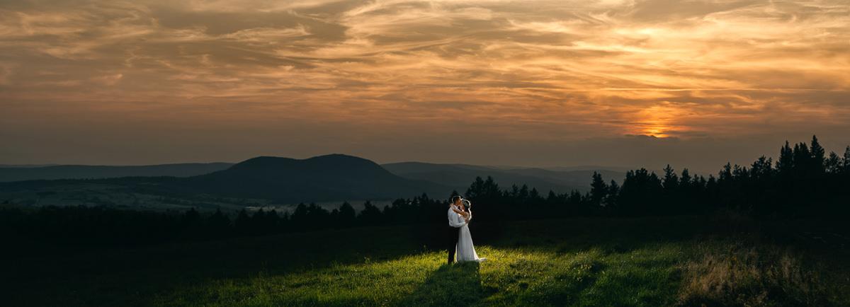 sesja ślubna na przymiarkach wieczorem