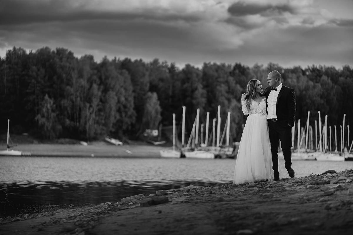 sesja plenerowa nad jeziorem solińskim