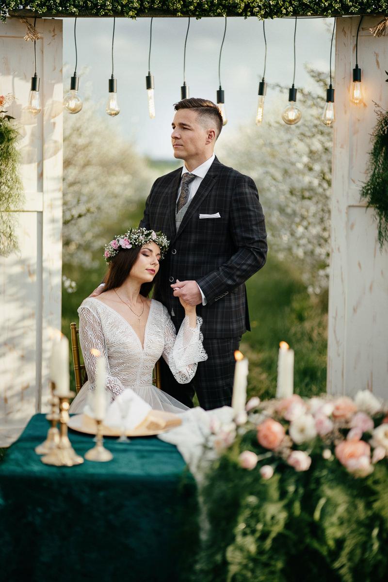 wiosenna stylizowana sesja ślubna