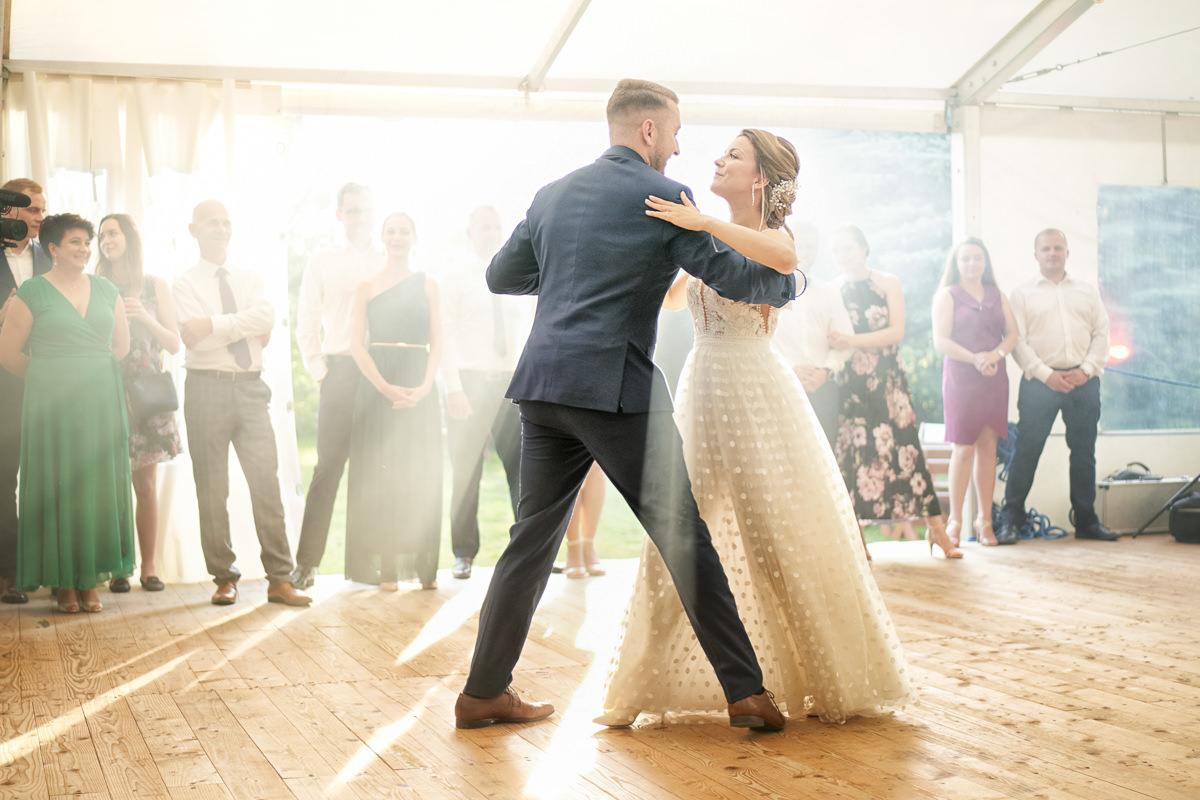 pierwszy taniec na weselu w sadzach Albigowa