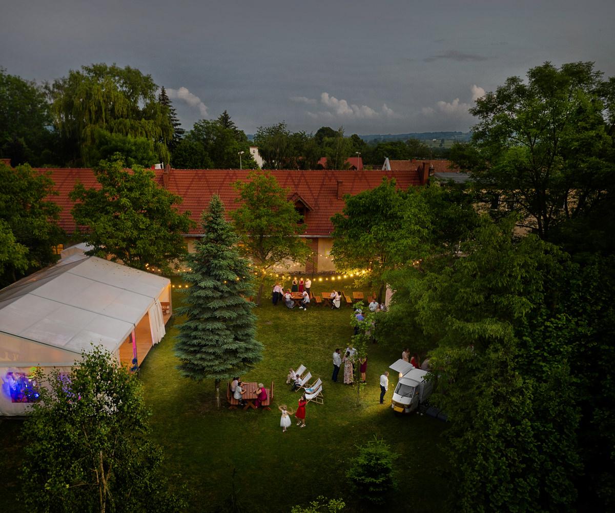 wesele w sadach w albigowej