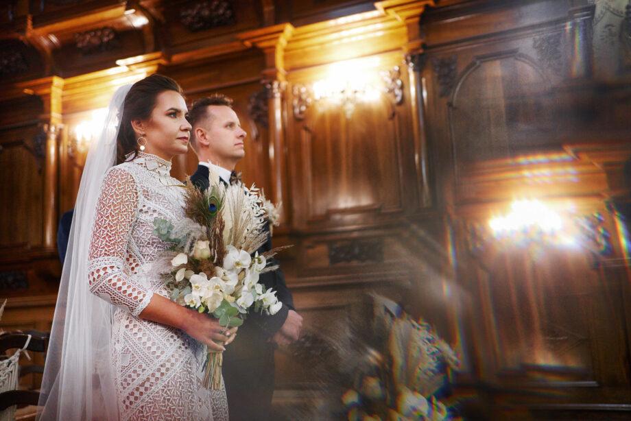 zdjęcie ze ślubu w kościele w mielcu